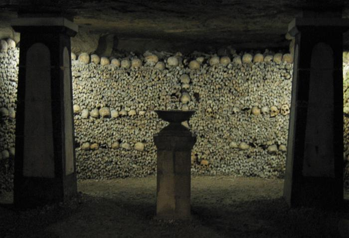 Crypt of the Sepulchral Lamp in the Catacombs of Paris. Image Credit: Wikipedia