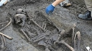 Via This is Gloucestershire.  Grave unearthed at Gloucester site