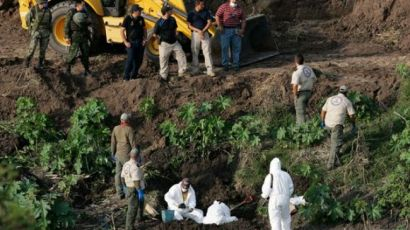 Photo via PressTV.  Forensic teams in La Barca search for human remains in a mass grave.