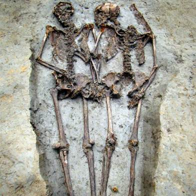 Photo via NBC News of a Roman couple holding hands.