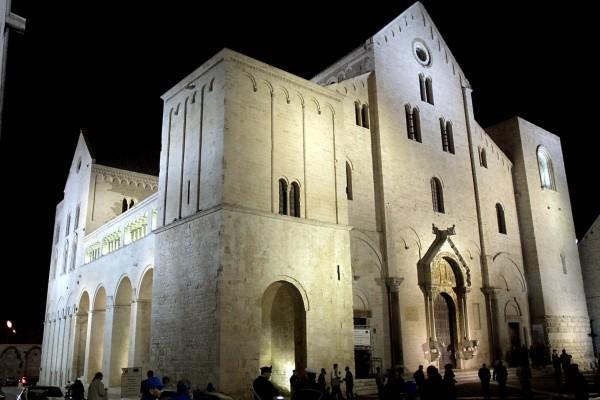 Bari Basilica San Nicola.  Image credit: Carlomorino on Wikipedia.