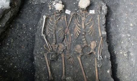 Photo via Express of the grave of a couple discovered in Cluj-Napoca, Romania in April 2013