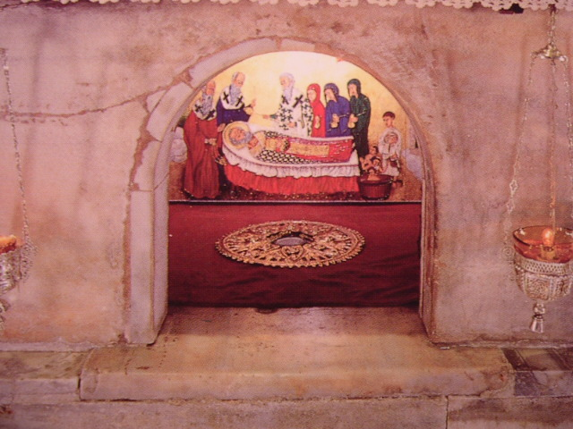 The tomb of Saint Nicholas in Bari.  Image credit: LooiNL on Wikipedia.