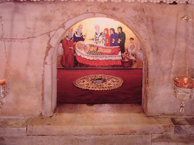 The tomb of Saint Nicholas in Bari.  Image credit: LooiNL on Wikipedia.