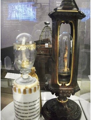 Photo from TripAdvisor: Galileo's middle finger on the left, index finger on the right.