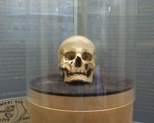 Skull of Stevan Sinđelić on display at the Chapel around the Skull Tower