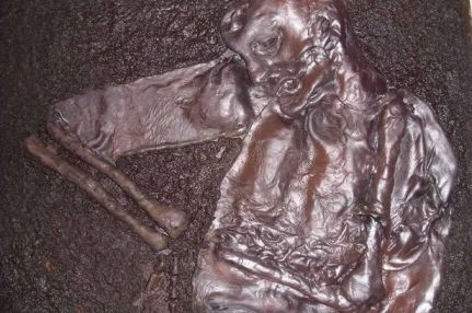 Replica of Iron Age bog mummy used as a theft deterrent in Liverpool. Image credit: Liverpool Echo.