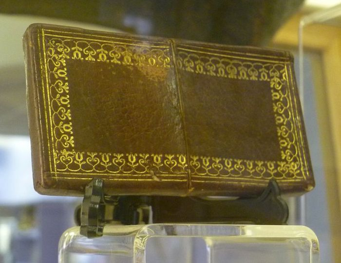 Calling card case made from William Burke's skin that was on display at a police museum in Edinburgh. Image credit: Kim Traynor via Wikipedia