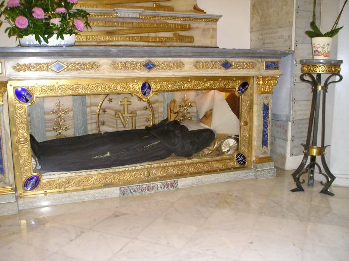 The body of Saint Catherine Labouré at Chapelle de la Médaille Miraculeuse.  Image via Wikipedia