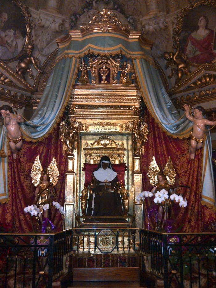 Saint Catherine of Bologna seated for eternity in the Chiesa della Santa.  Image credit: Gambo7 via Wikipedia