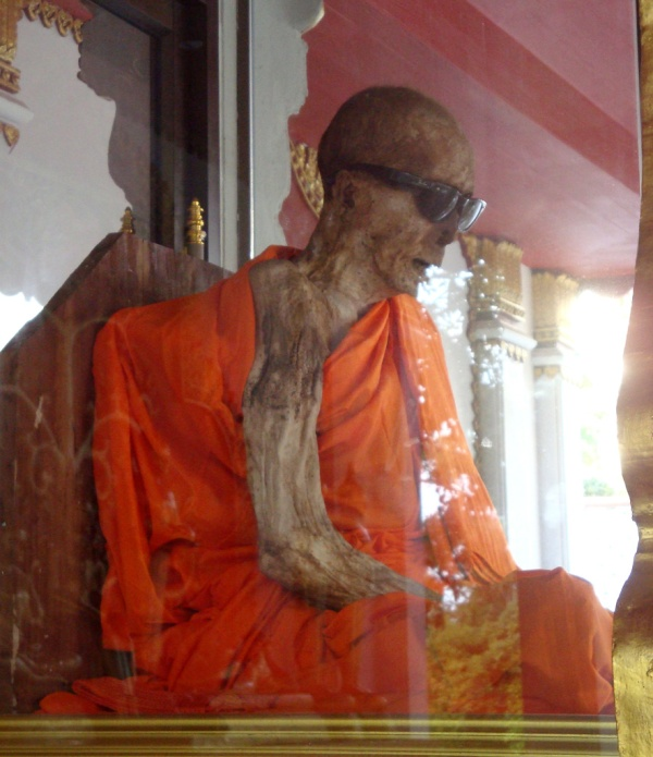 Luang Pho Dang the self-mummified monk in a glass case at the temple of Wat Khunaram on Ko Samui Island in Thailand. Image credit: Wikipedia