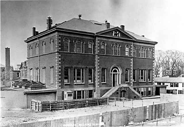 The Harvard Medical School at North Grove Street location, used from 1847 to 1883.  Image Credit: Wikipedia