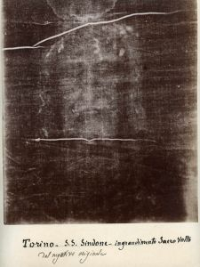 Secondo Pia's 1898 negative of the image on the Shroud of Turin has an appearance suggesting a positive image. Image from Musée de l'Élysée, Lausanne. Image credit: Wikipedia