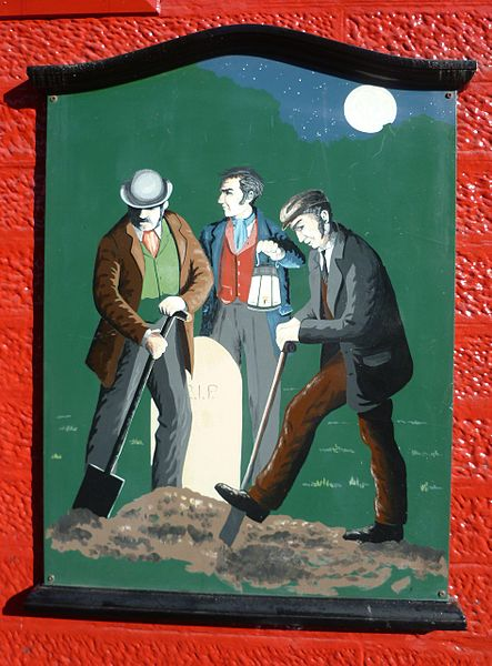 A painting of body snatchers at work on the wall of the Old Crown Inn in the High Street of Penicuik in Midlothian. Image via: Wikipedia