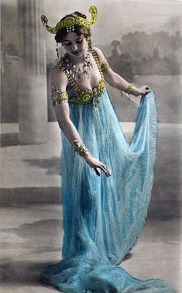 Postcard of Mata Hari in Paris.  Image from Wikipedia.