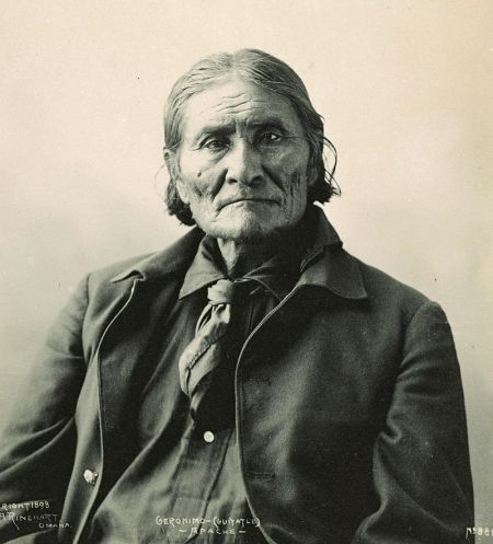 Geronimo, Chiricahua Apache leader. Photograph by Frank A. Rinehart, 1898. Image from Wikipedia.
