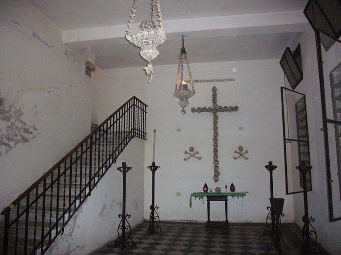 The human bone chandeliers in the Crypt at Santa Maria dell'Orazione et Morte.  Image credit: Lalupa via Wikipedia.