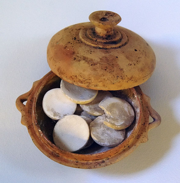 Make-up pot with molded tablets of white lead found in a tomb from the 5th c. BC; at the Kerameikos Archaeological Museum. Image credit: Bibi Saint-Pol via Wikipedia